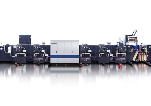 Die neue Inline-Hybridlösung mit der digitalen Etiketten-Finishing-Maschine ROTOCONTROL DT-340 mit einer integrierten Domino N610i Etikettendruckmaschine